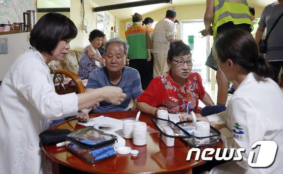 [사진]'폭염 속 어르신들의 건강 상태는?'