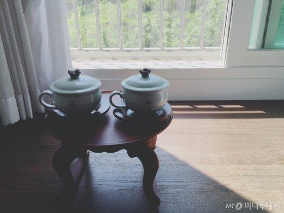 집에서 커피 대신 차 한 잔을 마시는 게 일과가 됐다. 사진은 예뻐 보이게 찍은 연출샷이다./사진=남형도 기자