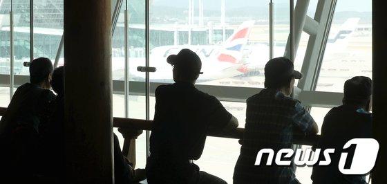 [사진]어르신들 '폭염 피해 공항으로'