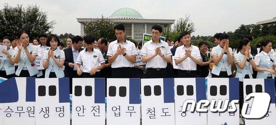 [사진]'KTX 승무원 직접고용 촉구'