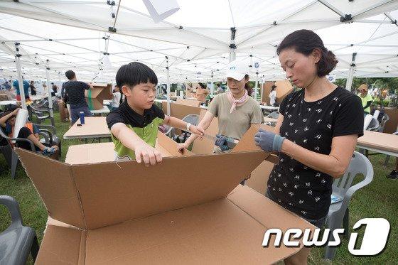 [사진]'종이배 만들기, 생각보다 어려워요'
