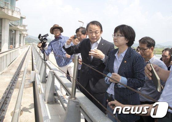 [사진]죽산보 현장점검 나선 김은경 환경부장관
