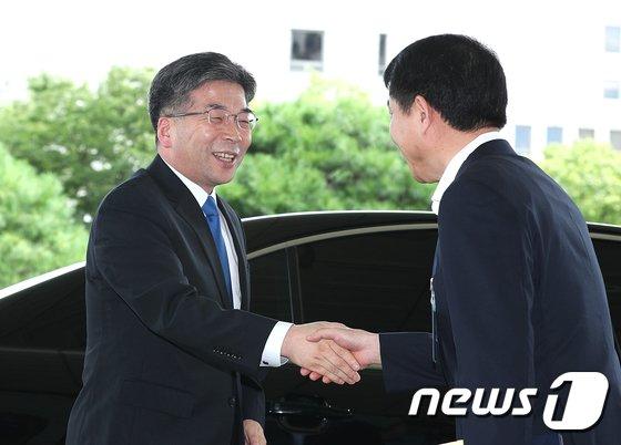 [사진]대검찰청 방문한 민갑룡 경찰청장