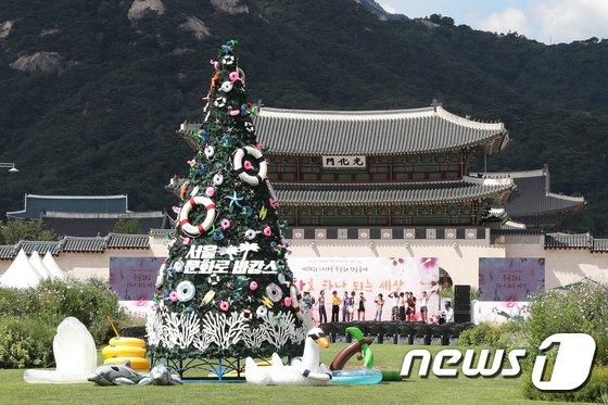 [사진]광화문 광장에서 만나는 '8월의 크리스마스'