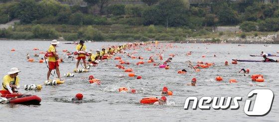 [사진]수영으로 한강횡단