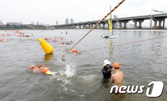 [사진]도전! 한강 횡단 수영