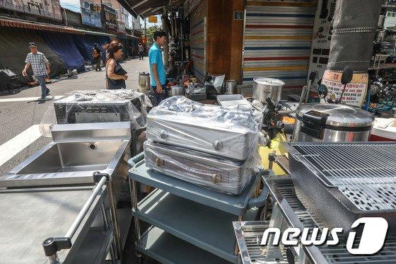 [사진]음식점 폐업 신고 역대 최고...쌓여가는 주방용품들