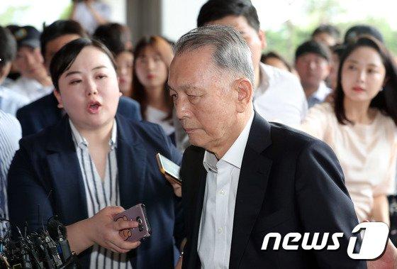 일제 강제징용 피해자 소송과 관련해 양승태 대법원장과의 재판거래 의혹을 받고 있는 김기춘 전 청와대 비서실장.<br /> &copy; News1 이재명 기자