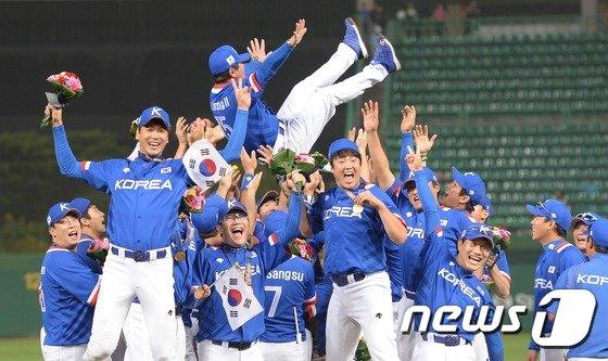지난 2014인천아시안게임에서 금메달을 딴 한국 야구 대표팀 /사진=뉴스1