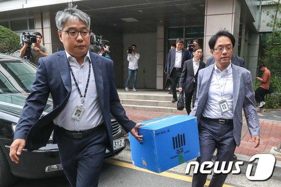 [사진]검찰, '재판거래 의혹' 현직판사 사무실 압수수색