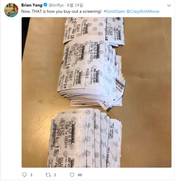 아시아계 배우 Brian Yang이 14일 상영관 전체 표를 사들인 인증샷을 #GOLDOPEN 해시태그와 함께 자신의 트위터에 올렸다. /사진=Brian Yang의 트위터 캡쳐