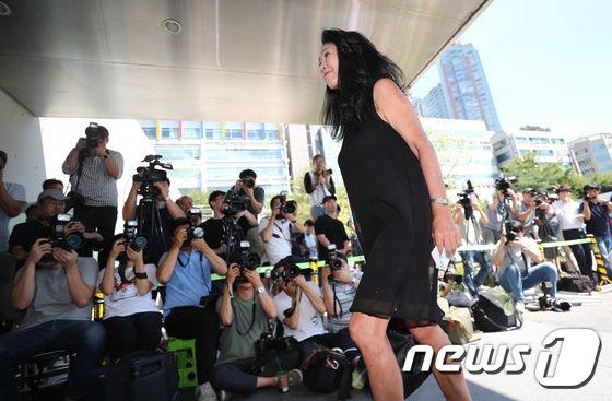 [사진]분당서 출석하는 배우 김부선