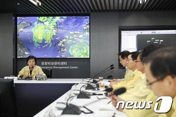 [사진]태풍 '솔릭' 대비 인천공항 방문한 김현미 장관
