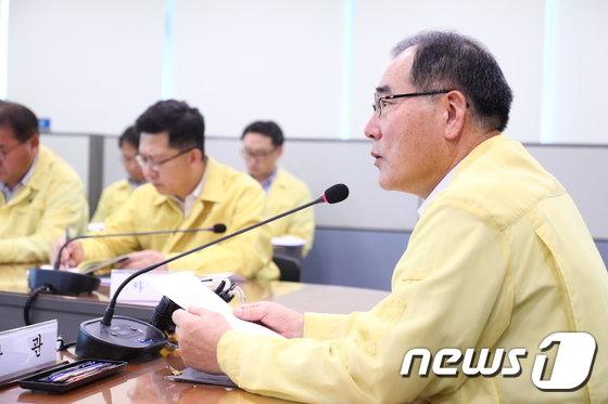[사진]이개호 장관, '농업 분야 태풍 대응 긴급회의'