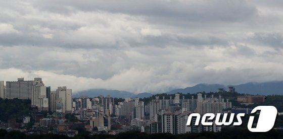 [사진]먹구름 가득한 서울하늘