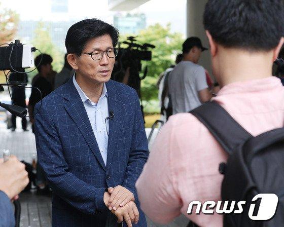 [사진]박근혜 선고 입장 밝히는 김문서 전 경기지사