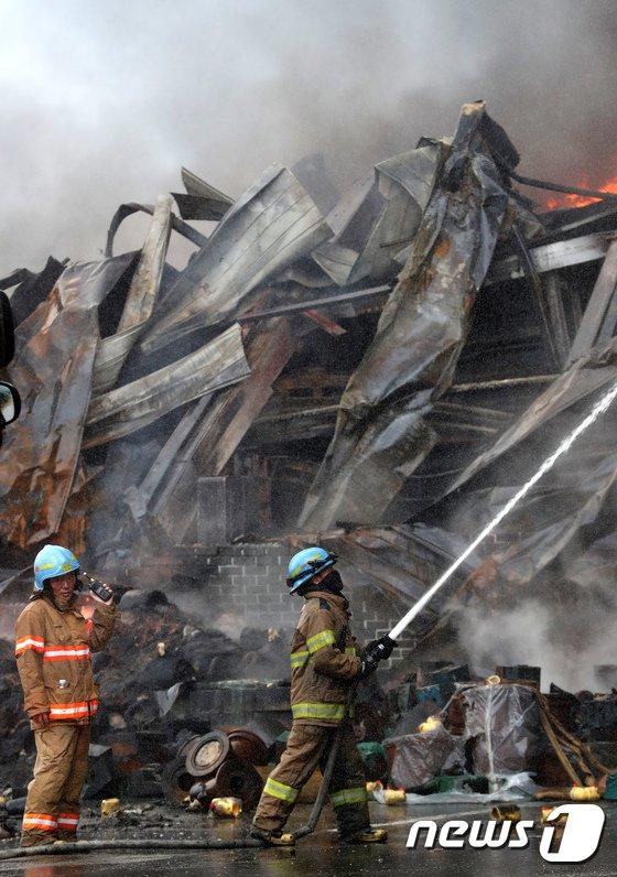 [사진]경기 광주 태전동 화재, 창고 3개동 불 타