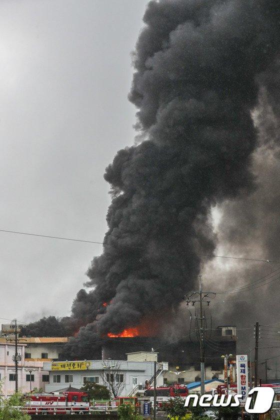 [사진]태전동 일대 뒤덮은 검은 연기