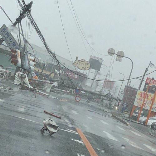 태풍 제비가 강타한 일본 시내 모습./사진=트위터 화면 캡처