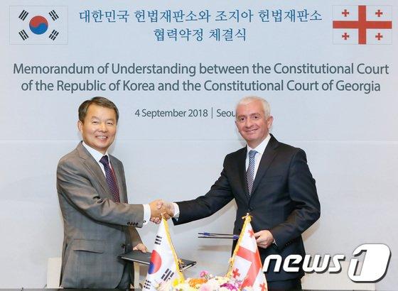 [사진]이진성 헌법재판소장, 조지아 헌법재판소와 MOU 체결
