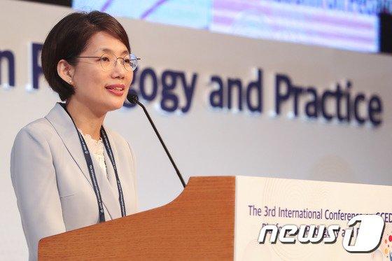 [사진]축사하는 박춘란 교육부 차관