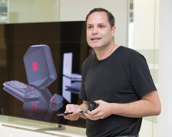 펠릭스 헤크 삼선전자 유럽디자인연구소장이 3일(현지시각) 게이밍 PC 오디세이의 디자인 배경과 향후 전략 등을 설명하고 있다. /사진제공=삼성전자