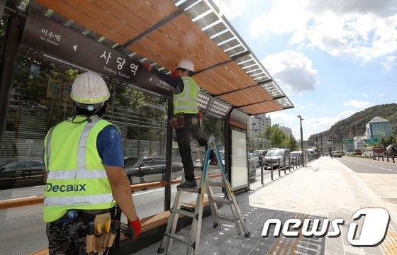 [사진]개통 앞둔 동작대로 버스전용차로 정류소 시설물 점검