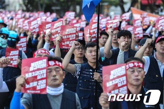 [사진]'노동자들의 노조할 권리를 보장하라'