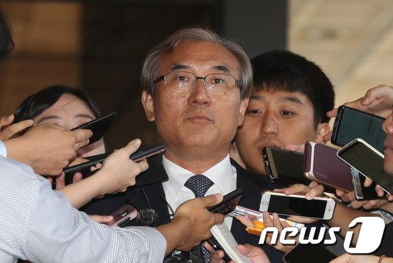 [사진]검찰 출석하는 이민걸 전 법원행정처 기조실장
