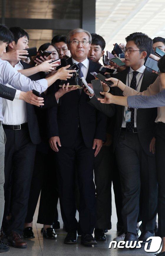 [사진]검찰 향하는 이민걸 전 법원행정처 기조실장
