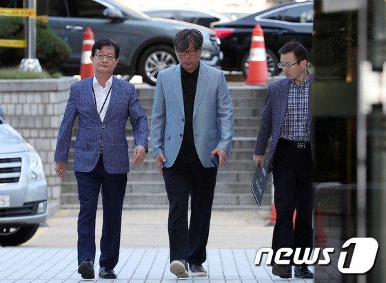 [사진]법정 향하는 김도균 대표