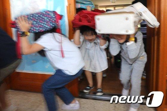 [사진]'지진 발생, 신속 안전하게'