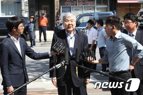 [사진]'회삿돈으로 자택 경비 의혹' 조양호 회장 경찰 출석