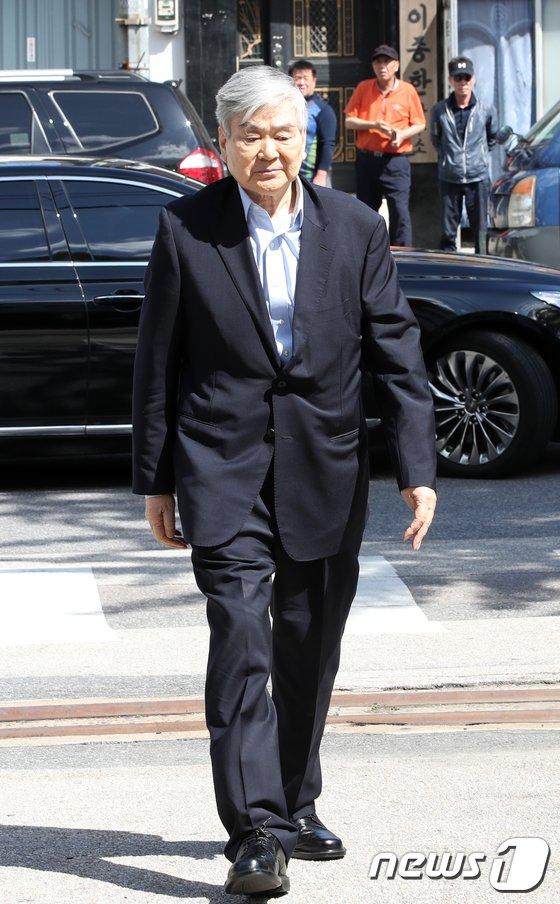 [사진]경찰 출석하는 조양호 한진그룹 회장