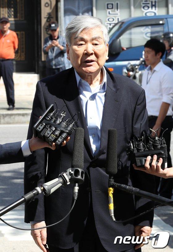 [사진]'회삿돈으로 자택 경비 의혹' 조양호 회장 경찰 조사