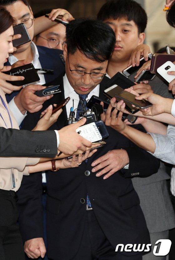 [사진]유해용 전 수석재판연구관 '질문은 이제 그만'