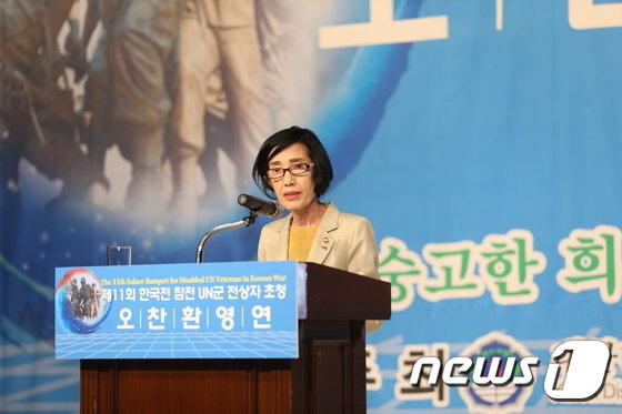 [사진]대통령 축전 대독하는 피우진 보훈처장