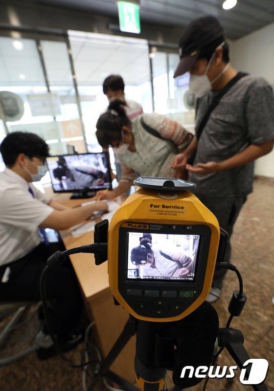 [사진]응급실 입구에 열화상 카메라
