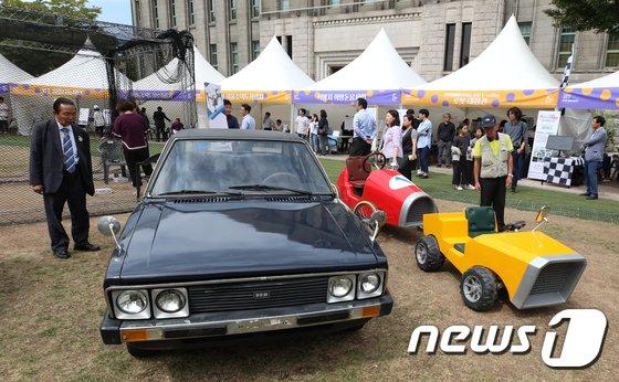 [사진]'포니와 자원재생 차량이 만났을 때'