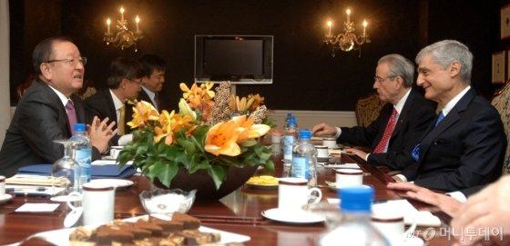 2008년 10월 강만수 당시 기획재정부 장관(사진)이 로버트 루빈 전 미국 재무부 장관과 면담하는 모습 /사진제공=기획재정부