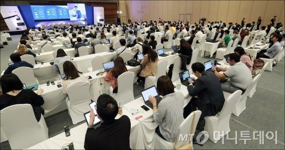 '블록체인 서울 2018' 참관객들이 강연을 듣고 있다. /사진=김창현 기자.