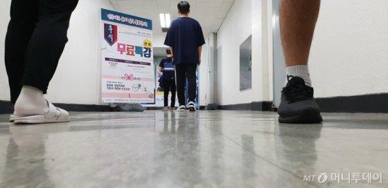 21일 서울 동작구 노량진에 위치한 윌리스 신광은 경찰학원에서 경찰공무원 수험생들이 발길을 옮기고 있다. /사진제공=윌비스 신광은 경찰학원