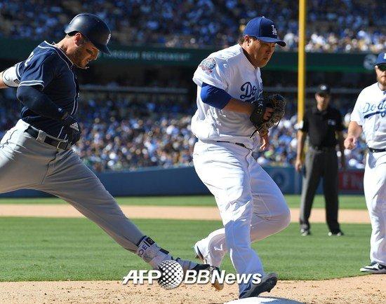 24일(한국시간) 류현진은 미국 캘리포니아주 로스앤젤레스의 다저 스타디움에서 열린 '2018 메이저리그'(MLB) 샌디에이고 파드리스전에 선발등판해 6이닝 4피안타 8탈삼진 무실점을 기록했다. /AFPBBNews=뉴스1