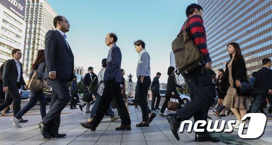 [사진]쌀쌀해진 출근길