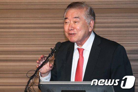 [사진]인사말하는 문정인 대통령 외교안보특별보좌관