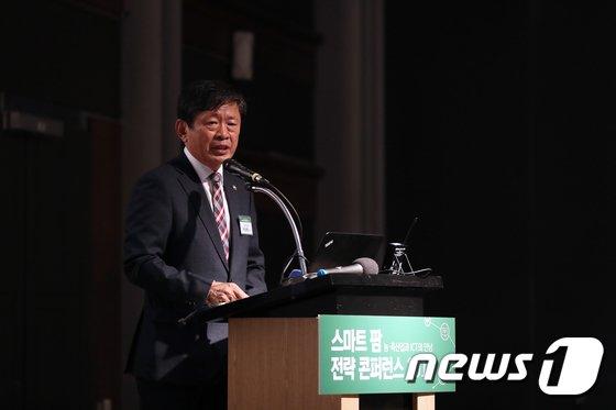 [사진]라승용 농촌진흥청장 '스마트 팜 전략 콘퍼런스' 인사말