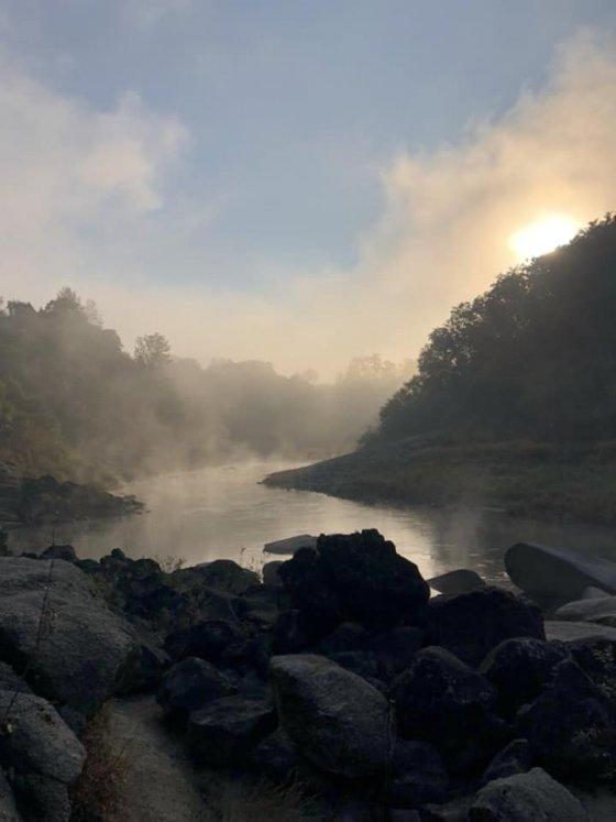 물안개를 피워올리는 강물
