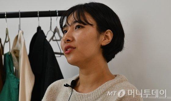 인터뷰에 임하고 있는 내추럴사이즈 모델 박이슬씨의 모습. /사진=이상봉 기자