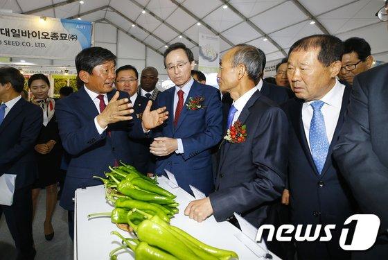 [사진]'국제종자박람회 관람'