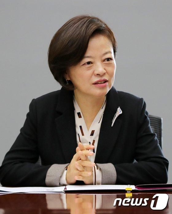 [사진]진선미 장관 '여성 일자리 활성화를 위해'